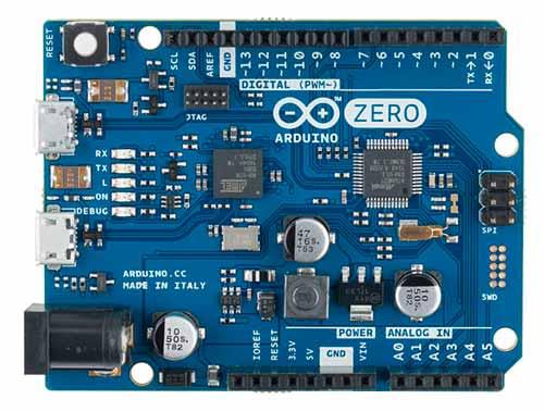 Arduino ZERO, es una placa de 32bits basada en un microcontrolador ATMEL Cortex-M0 SAMD21