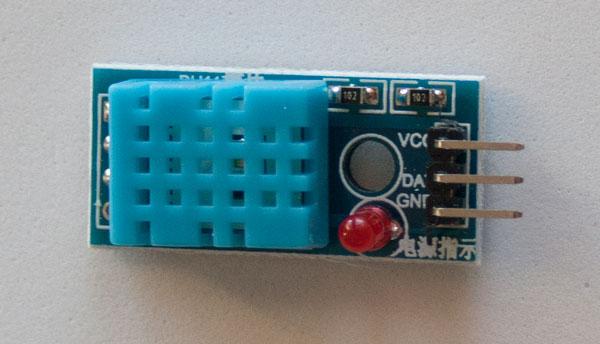 Módulo Sensor Temperatura y Humedad relativa DHT11 en PCB, con 3 pines.