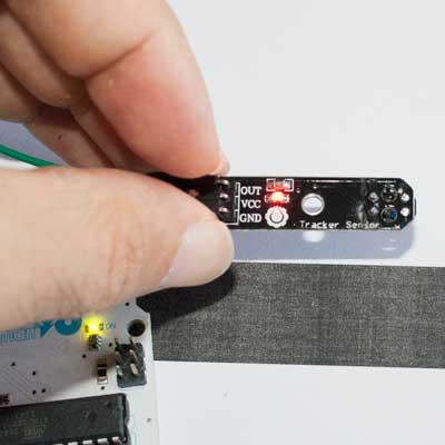 Sensor TCRT5000 sobre una zona reflectante