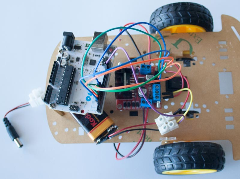 Colocación de la placa Arduino y el modulo controlador de los motores