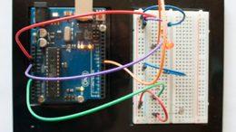 Sistema de regulación de la iluminación de un led a partir de la cantidad de luz