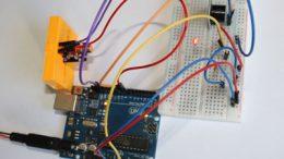 Alarma con Arduino, el módulo KY-008, una fotoresistencia y un buzzer